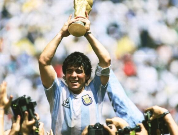 महान फुटबॉलर माराडोना का निधन, हाल ही में हुई थी ब्रेन सर्जरी