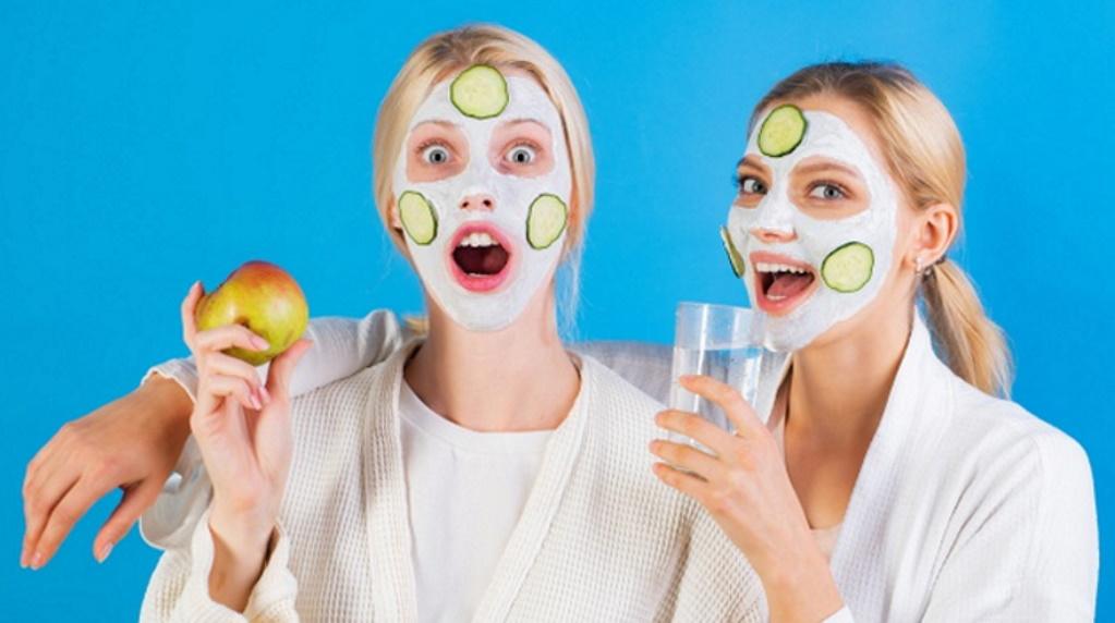 आपकी ये 10 ब्यूटी हैबिट्स आपके चेहरे को बना सकता है बदसूरत