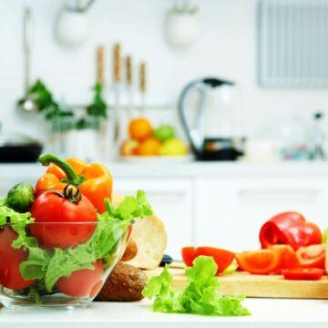 कोरोना से बचाव के लिए बाजार से आई सब्जियों को इस तरह करें साफ