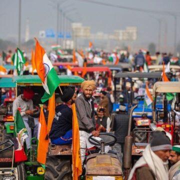 हिंसक हुआ ट्रैक्टर रैली, कई जगहों पर पुलिस और किसानों के बीच झड़प, हालात बेकाबू