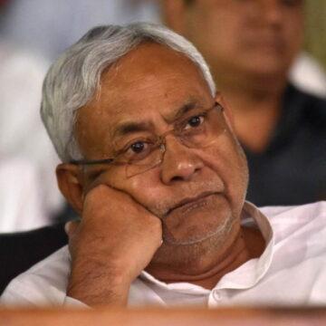 वोटर कार्ड में धांधली को लेकर मुख्यमंत्री नीतीश कुमार समेत 14 लोगों के खिलाफ केस