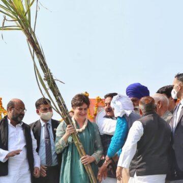 बिजनौर पंचायत में प्रियंका गांधी किसानों से बोलीं- मैं आपका साथ नहीं छोडूंगी, आप मेरी जान और धर्म हैं