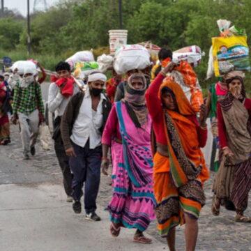 फिर से सड़कों को मजदूर, सैकड़ों लोग बॉर्डर पर फंसे, कई के पास राशन खत्म