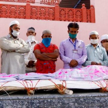 मुसलमानों का अंतिम संस्कार में मदद करने पर BJP नेताओं को आपत्ति, प्रतिबंध लगाने की मांग
