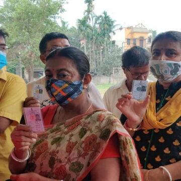 पश्चिम बंगाल में 7वें चरण के लिए मतदान जारी, 1 बजे तक 55.12% मतदान