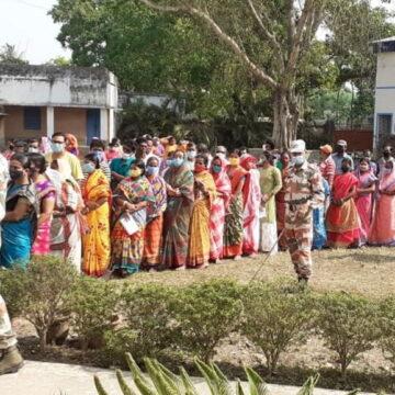 पश्चिम बंगाल में 11:30 तक 36.2% मतदान, TMC का CRPF पर BJP के पक्ष में वोटिंग कराने का आरोप