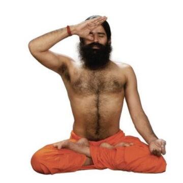 रामदेव ने बनाया कोरोना मरीजों का मजाक, कहा- ब्रह्मांड ऑक्सीजन से भरा है, नाक से खींच ले बावड़े