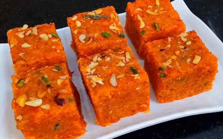 अगर आप कुछ अलग डेजर्ट रेसिपी की खोज में हैं तो बनाएं गाजर की बर्फी