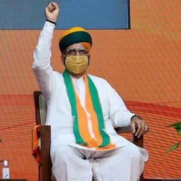 भाभी जी पापड़ खा कोरोना भगाने का अह्वान करने वाले BJP नेता का अब कोविड वीडियो सॉग वायरल