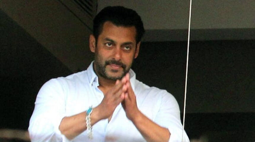 सलमान खान ने अपने एक पुराने कमिटमेंट के लिए सिनेमाघर मालिकों से मांगी माफी
