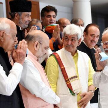 कश्मीरी नेताओं के साथ PM नरेंद्र मोदी की बैठक खत्म, जानें किससे क्या हुई बात