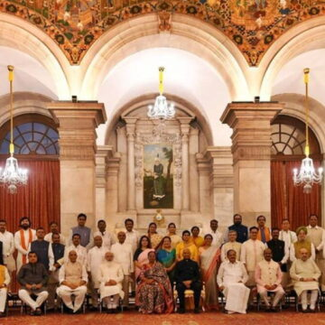 मोदी कैबिनेट के 78 मंत्रियों में से 42% पर क्रिमनल केस, 90% करोड़पति