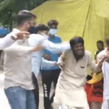रिक्शा चालक अफसार से लिपट रोती रही बेटी 'जय श्रीराम' का नारा लगा पिटते रहे गुंडे