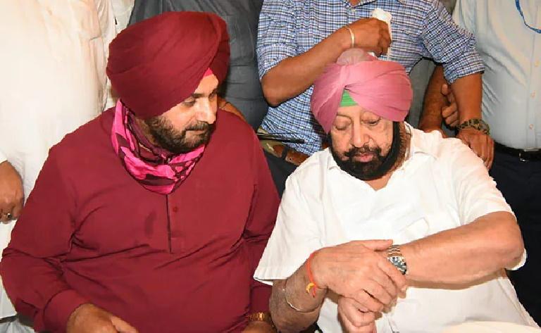 विधायक दल की बैठक से पहले अमरिंदर सिंह ने दिया CM पद से इस्तीफा