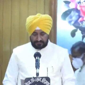 चरणजीत सिंह चन्नी ने ली CM पद की शपथ, राहुल गांधी भी हुए कार्यक्रम में शामिल