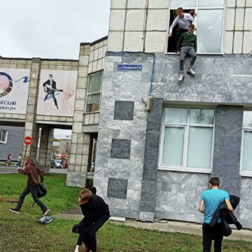 रूस के यूनिवर्सिटी में फायरिंग, 8 की मौत, कई छात्र जान बचाने के लिए खिड़की से कूदे
